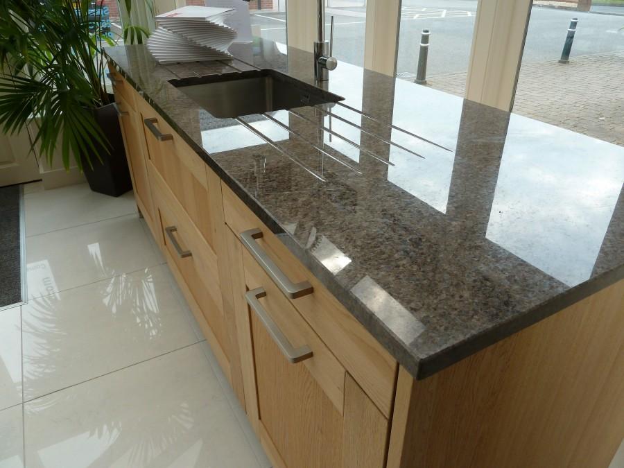 Fabulous ex display alno square oak kitchen for sale for Oak kitchen units for sale