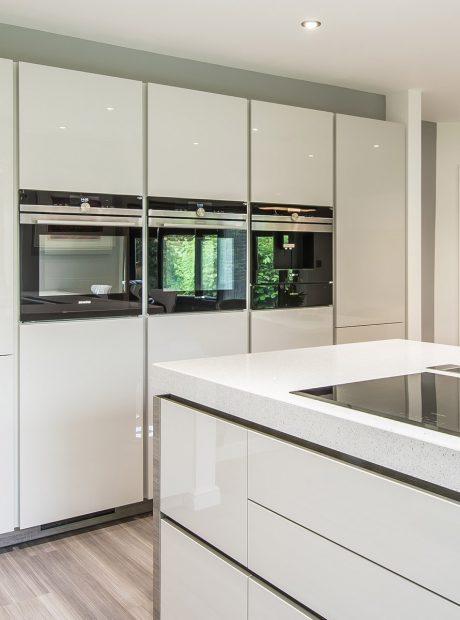 Pearl grey gloss kitchen – Cambridge