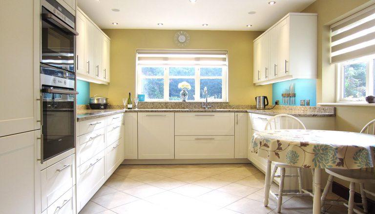 Warm white matt lacquer shaker style kitchen – Bury St Edmunds