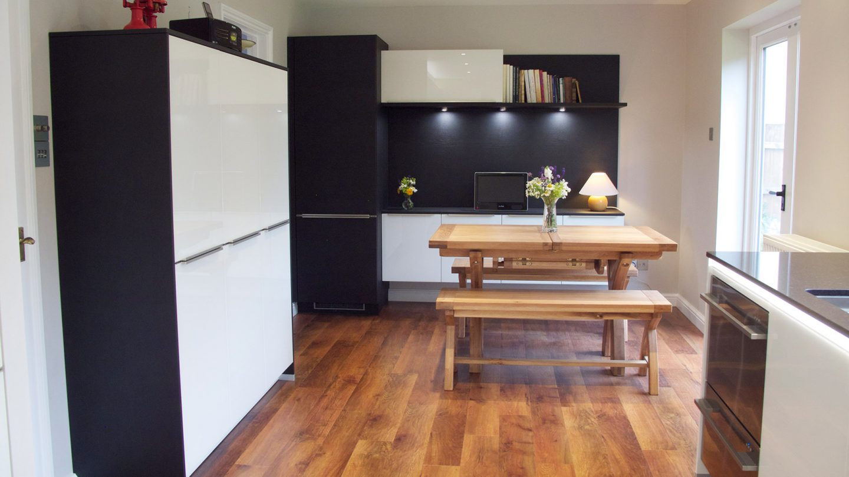 white-gloss-and-carbon-oak-handleless-kitchen-bury-st-edmunds_slide2