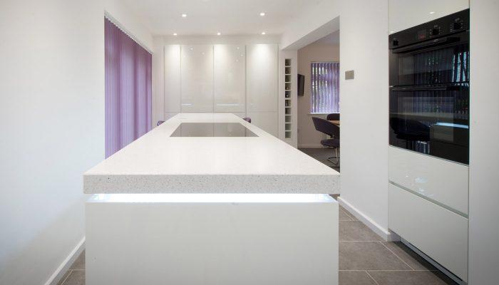White gloss handle-less kitchen – Bury St Edmunds