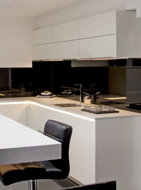 White gloss lacquer kitchen – Bury St Edmunds